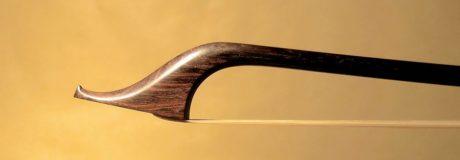 tête de l'archet classique de violoncelle Tourte